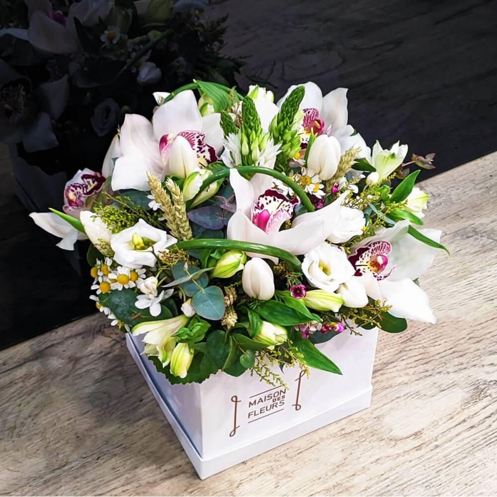 Συνθέσεις Λουλουδιών - White Cymbidium Box