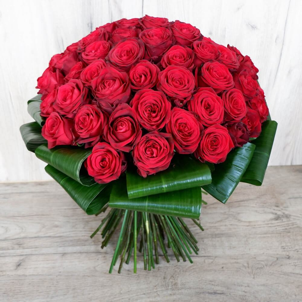 Erotas - A beautiful bouquet with 60 red roses