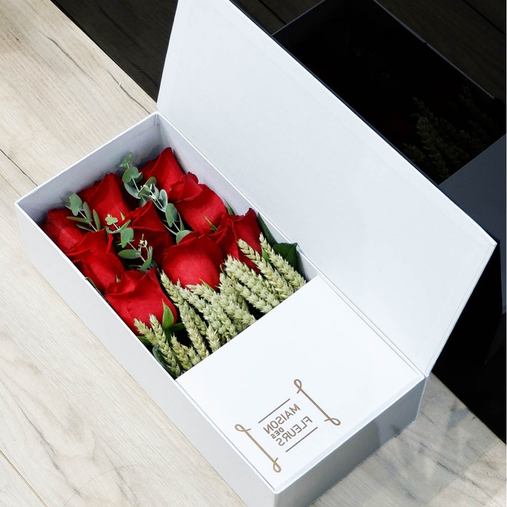 Red white box  - Σύνθεση λουλουδιών | Ανθοπωλείο Maison des fleurs