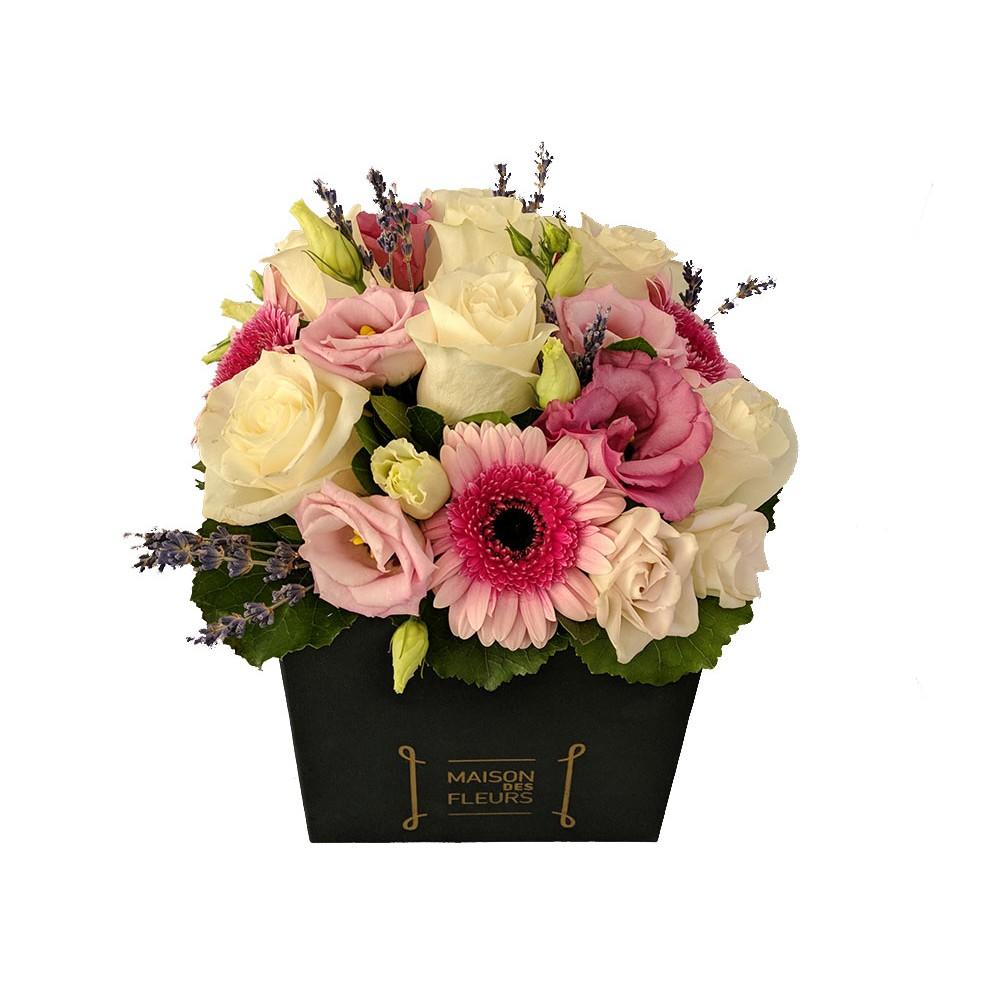Shades of pink box - Σύνθεση σε ρομαντικό ύφος με παλ αποχρώσεις, σε τετράγωνο διακοσμητικό κουτί!