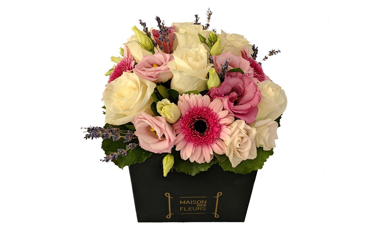 Shades of pink box - Flower arrengement in romantic style with pale colors, in a square decorative box!