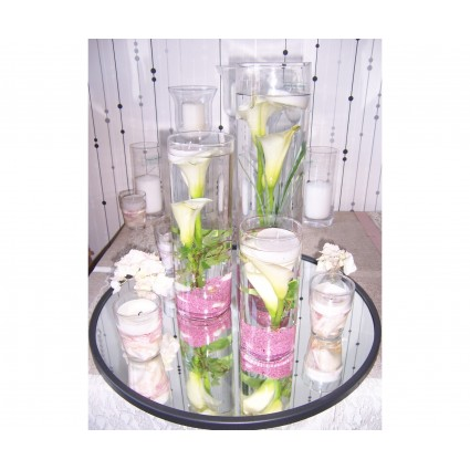 Mirror of callas - White calla lilies & pink sand in cylindrical vases and accompanying candles on a round mirror!