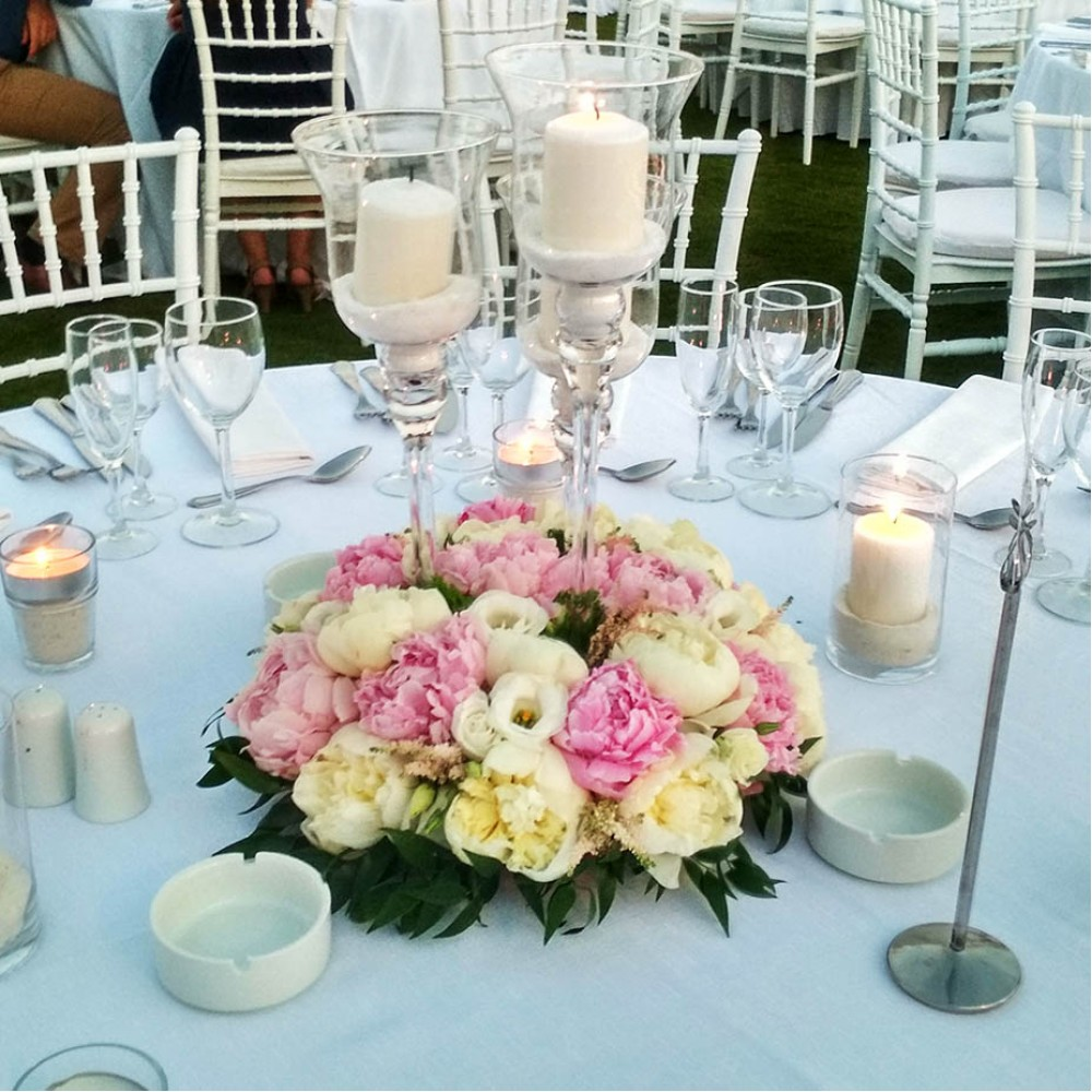 Pink Lady - Table decoration with white and pink peonies and white lysianthus!