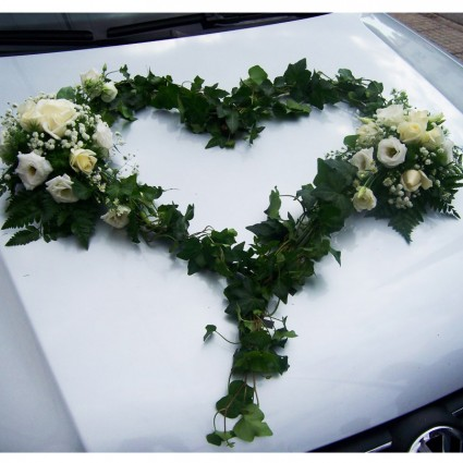 Hedera heart - Heart-shaped hedera leaves and small flower compositions of white roses and lysianthus!