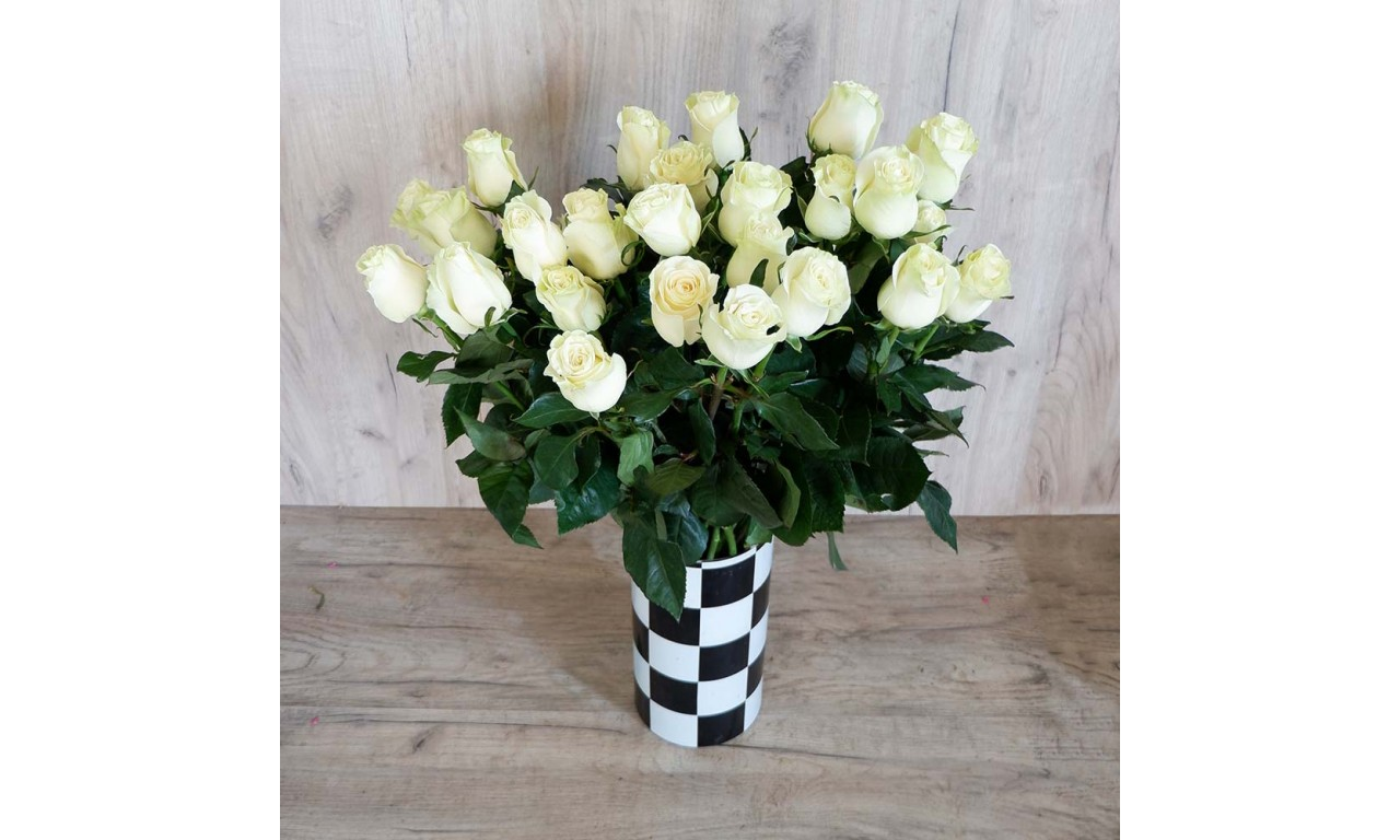 Akito - Create your own bouquet with Akito roses!