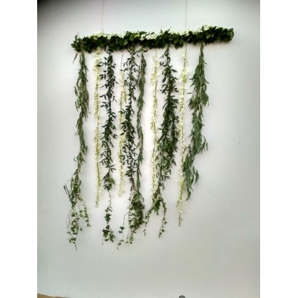 White Rain - Garlands of white orchids and eucalyptus leaves in different hights!