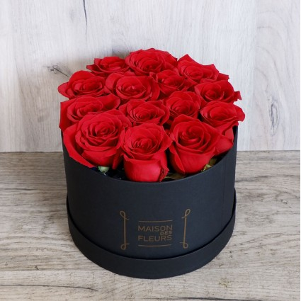 Red Roses hat box black - Box with red impressive roses!