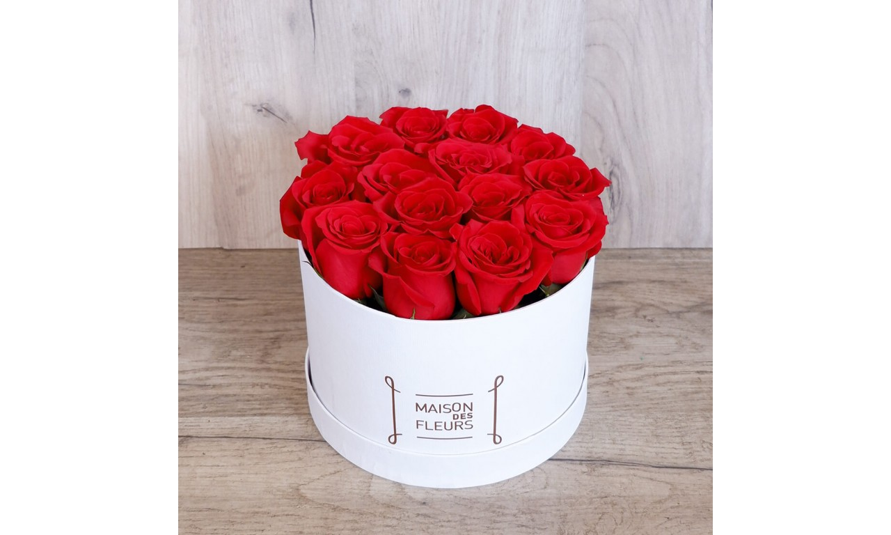 Red Roses Hat box - Box with red impressive roses!