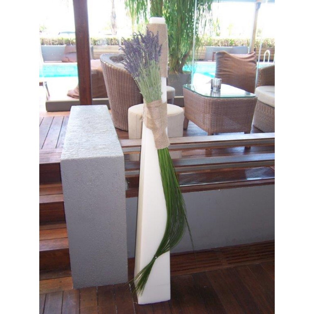 Pyramid Lavender - Candle in a pyramid shape with impressive bouquet of lavender and styling in a linear & modern line!