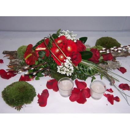 Red Table - Winter decoration in red colors with roses, anthuriums, gerberas and impressive foliage!