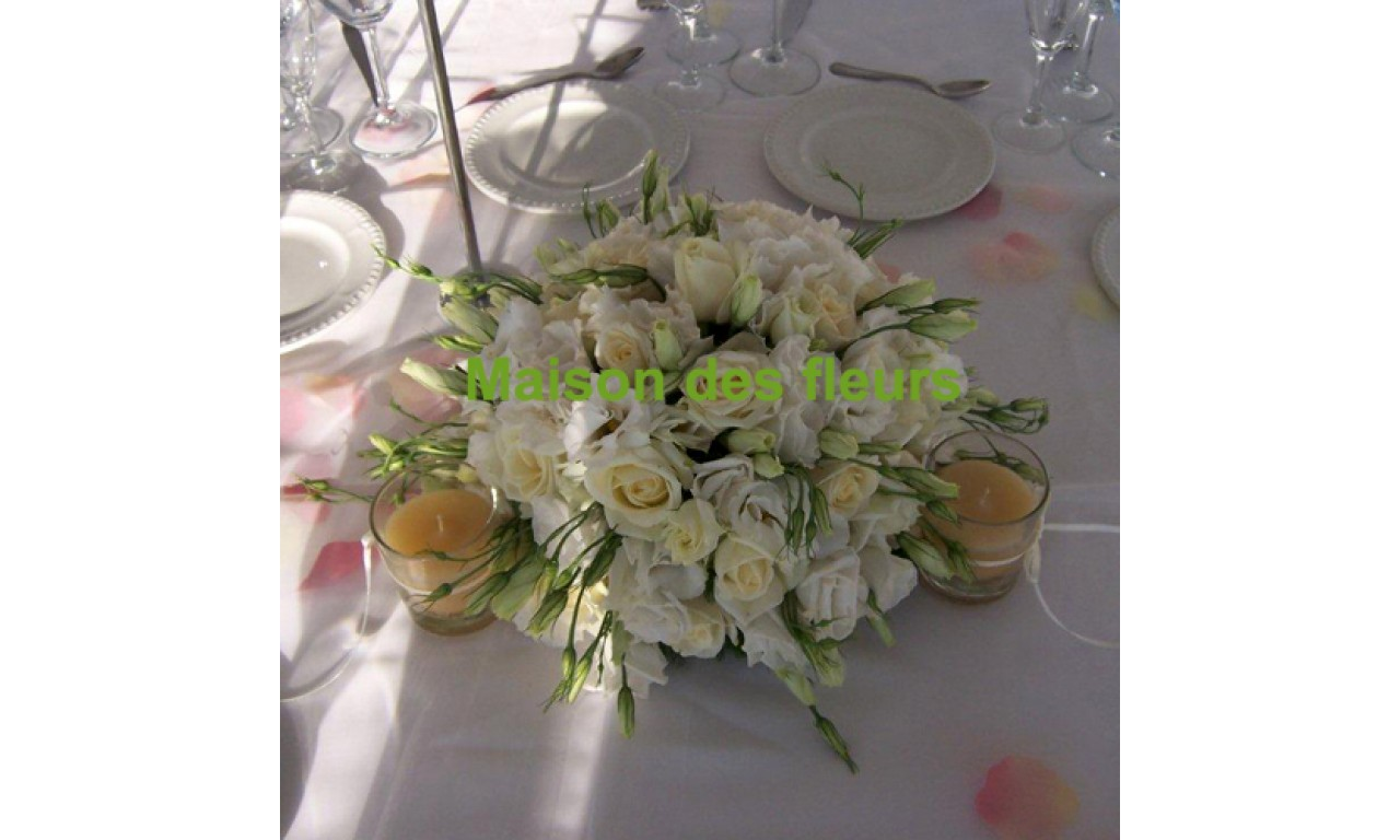 White Expression - Round table flower arrengement with white roses & lysianthus without accompanying foliage!