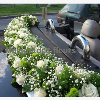 Green Touch - A beautiful flower arrengement of roses, green chrysanthemum, gypsophila and asparagus!