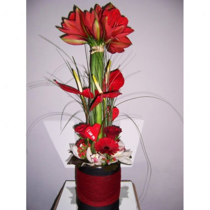 Valentine 17 - An impressive flower arrengement with anthuriums, amarrylies, orchids, roses and gerberas!